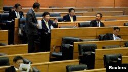 Members of Thailand's National Legislative Assembly confer in Bangkok, March 5, 2015.