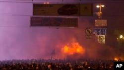 1月20号凌晨抗议者在基辅市中心与警方发生冲突
