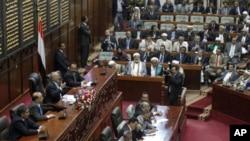 Yemeni President Ali Abdullah Saleh (3rd l) addresses the parliament in Sana'a, February 2, 2011