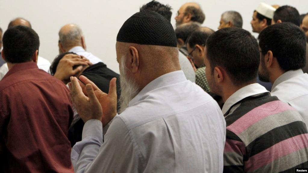 Accommodating prayer workplace muslim