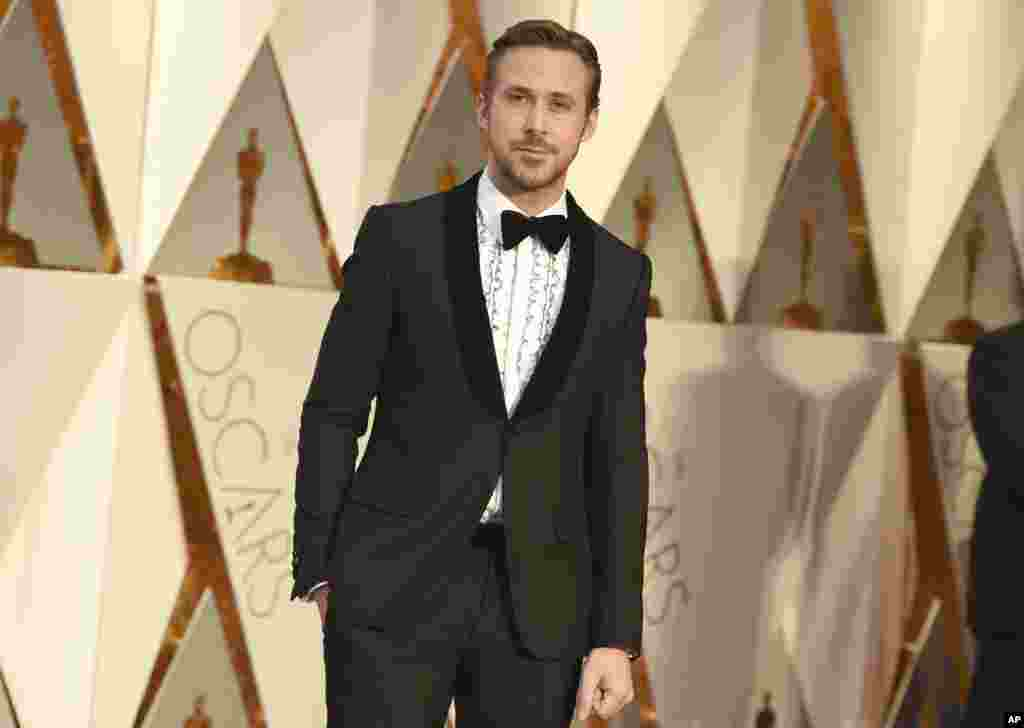 Ryan Gosling arrives at the Oscars on Sunday, Feb. 26, 2017, at the Dolby Theatre in Los Angeles.