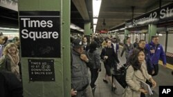 نیویارک کے ٹائمز سکوائر کا زیر زمین ریلوے سٹیشن