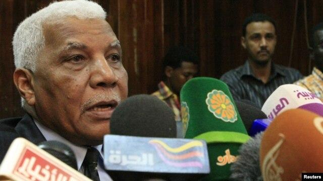 Sudan's Information Minister Ahmed Belal Osman speaks during a news conference in Khartoum November 22, 2012.