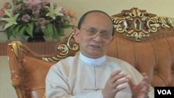 Tổng thống Miến Điện Thein Sein lên nắm quyền hồi tháng 3 năm ngoái. Từ đó tới nay Miến Điện đã thả hàng trăm tù nhân chính trị, nới lỏng các hạn chế đối với báo chí, và để cho lãnh tụ đối lập Aung San Suu Kyi ra tranh cử và được bầu vào quốc hội