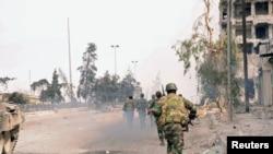 Snage lojalne predsedniku Bašaru al-Asadu u Alepu posle sukoba sa borcima Slobodne sirijske armije.