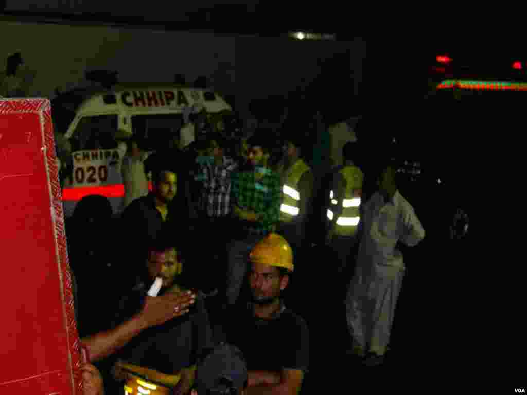 ایئرپورٹ پر حملے کے دوران سات افراد کارگو کمپنی کے گودام میں پناہ لینے کیلئے چھپے تھے لیکن دھماکوں کے بعد آگ لگ جانے کی صورت میں وہ وہاں سے باہر نہ نکل سکے