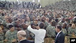 Predsjednik Obama s vojnicima u Fort Campbellu