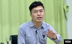 香港民主派前立法会议员区诺轩表示,警方1-06大搜捕以涉嫌颠覆国家政权罪拘捕他感到荒谬 。 (美国之音/汤慧芸)