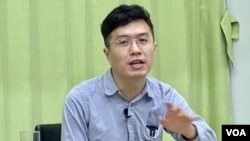 香港民主派前立法會議員區諾軒表示,警方1-06大搜捕以涉嫌顛覆國家政權罪拘捕他感到荒謬 。 (攝影:美國之音湯慧芸)