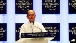 លោក Thein Sein ប្រធានាធិបតីភូមាថ្លែងនៅក្នុងពិធីបើកវេទិកាសេដ្ឋកិច្ចពិភពលោក (World Economic Forum) នៅរដ្ឋធានីណៃពិដោ កាលពីថ្ងៃទី៦ ខែមិថុនា ឆ្នាំ២០១៣។