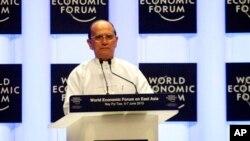 Presiden Burma Thein Sein memberikan pidato saat membuka Forum Ekonomi Dunia untuk Asia Timur di Naypyitaw, hari Kamis (6/6).