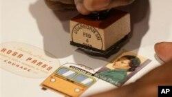 مهر پستخانه بر تمبر یادبود رزا پارکز، ۴ فوریه ۲۰۱۳، میشیگان