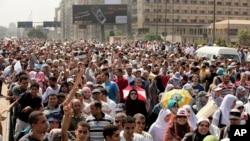 穆尔西的支持者在开罗游行