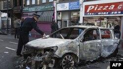 Policia britanike në përpjekje për të vënë nën kontroll situatën në Londër