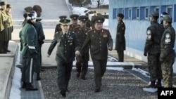 Severnokorejska vojna delegacija prilikom dolaska na razgovore sa Južnom Korejom u pograničnom selu Panmundžom