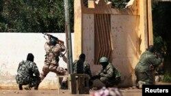 Binh sĩ Mali nổ súng vào các vị trí của phiến quân Hồi giáo tại thành phố Gao.