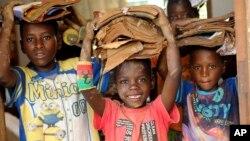 Crianças atingidas pelo ciclone Idai, Sofala, Moçambique.