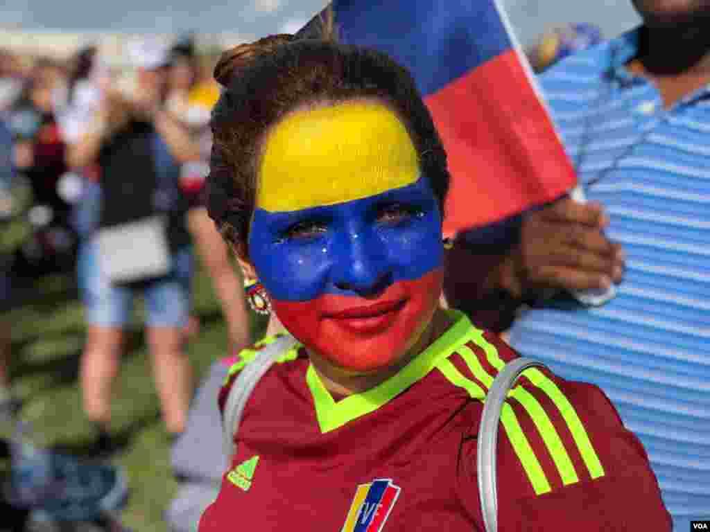 Los venezolanos, una vez más, clamaron por la libertad, el respeto por los derechos humanos y la democracia en su país, durante una congregación realizada en la Florida.
