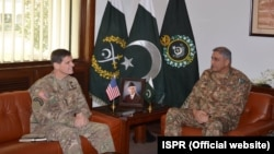 د امریکا د پوځ مرکزي مشر جنرال جوزف ووټل او د پاکستان د پوځ سرلښکر جنرال قمر جاوېد باجوه سره په راولپنډۍ کې لیدلي دي.