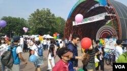 지난 22일 서울 양천공원에서 '희망의 한걸음 축제, 걷go, 즐기go, 나누go' 행사가 여린 가운데, 주민들이 목동의 걷고 싶은 거리 5km 구간을 걸으며 다채로운 행사를 즐기고 있다.