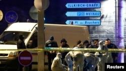 شریف شکات سهشنبه شب در بازار کریسمس شهر استراسبورگ اقدام به تیراندازی کرد که در نتیجه آن سه تن کشته و دستکم ۱۳ نفر زخمی شدند.
