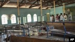 Maafisa wakishuhudia watu waliouawa ndani ya kanisa baada ya mashambulizi mjini Garissa Julai 1