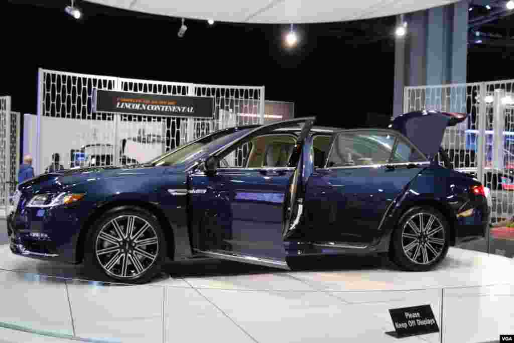 نمایشگاه اتومبیل واشنگتن لینکلن Model: Continental