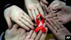 Para tim ilmuwan sedang membuat antibodi-antibodi untuk melawan HIV. (Photo: AP)