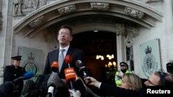 El secretario de Justicia británico, Jeremy Wright, habló frente a la Corte Suprema en Londres, el martes, 24 de enero de 2017, tras la decisión de una corte de que el gobierno de Theresa May necesita aprobación del Parlamento para activar el Brexit.