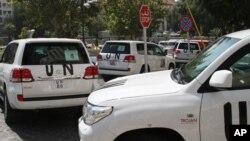 26일 유엔 화학무기 조사단이 탄 차량이 다마스쿠스 외곽 지역을 조사하기 위해 숙소를 출발하고 있다. 조사단은 이날 저격수의 총격을 받았다.