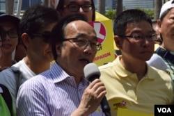公民黨立法會議員梁家傑(左)。(美國之音湯惠芸)