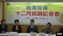 台灣智庫民調記者會現場(美國之音楊明拍攝)