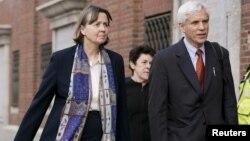 جودی کلارک (چپ) و دیوید بروک، وکلای مدافع پرونده بمبگذاری بوستون