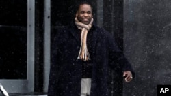 Former Detroit Mayor Kwame Kilpatrick leaving federal court, Michigan, Jan. 25, 2013.