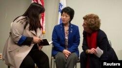 북한을 탈출해 미국에 난민으로 정착한 조진혜 씨와 한송화 씨(왼쪽부터)가 지난 1월 뉴욕에서 열린 기자회견에 참석했다. 조진혜 씨는 워싱턴에서 탈북자지원단체 NKUSA 대표를 맡고 있다. (자료사진)