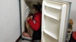Cảnh sát Đài Loan phát hiện một lao động Việt trốn trong tủ lạnh. (Nguồn ảnh: Central News Agency).