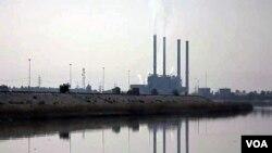 伊拉克石油市場蓬勃﹐每年以9%增長。現時每日產量近300百萬桶。