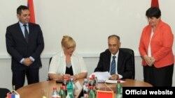 Dušan Perović i Dragana Kalinović potpisali dva protokola (rtcg.me)