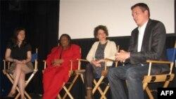 В ходе встречи в кинотеатре Maysles в Гарлеме. Слева направо: Сильвия Саваджан, Джин Корбетт-Паркер, Стефани Скафф и Колин Годдард