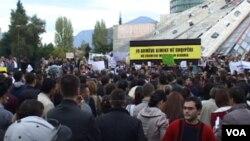 阿爾巴尼亞人正強烈抗議在該國銷毀敘利亞化學武器的計劃
