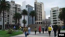 En la Torre Ejecutiva, que se encuentra en la Plaza Independencia de Montevideo, tendrá lugar la cumbre. El vallado será puesto alrededor de la plaza.