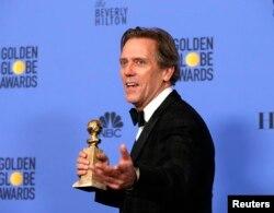 """Actor Hugh Laurie recebeu o Globo de Ouro para Melhor Actor Secundário numa série de TV pelo seu papel em """"The Night Manager"""" na 74a cerimónia anual dos Globos de Ouro em Beverly Hills, Califórnia"""