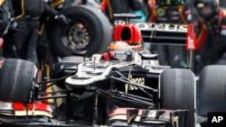 Pebalap Formula Satu Lotus dari Finlandia Kimi Raikkonen berhasil meraih gelar Australian Grand Prix di Melbourne (foto, 17/3/2013).