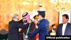 سعودی ولی عہد: لڑاکا طیاروں کے حصار سے اعلیٰ ترین اعزاز تک