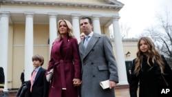 Donald Trump Jr. eşi Vanessa ve çocuklarıyla