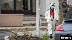 Un hombre que aseguraba llevar un chaleco bomba fue neutralizado frente a la estación de televisión Fox45 de Baltimore.