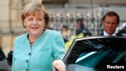 Başbakan Angela Merkel Berlinde düzenlenen Türk-Alman Ticaret ve Sanayi Odası Genel Kuruluna konuşmacı olarak katıldı