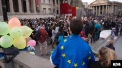 EU နဲ႔ တဲြေရး၊ ခဲြေရး ဆႏၵခံယူပဲြအတြက္ ၿဗိတိန္မွာ အၿပိဳင္အဆုိင္စည္း႐ုံး