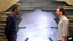 "Aktor Idris Elba (kiri) dan Matthew McConaughey yang membintangi film ""The Dark Tower""."
