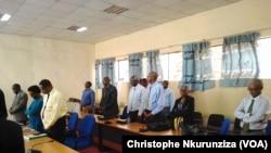 Ministres et syndicats lors de la réunion au ministère de l'Intérieur à Bujumbura, le jeudi 25 janvier. (VOA/Christophe Nkurunziza)